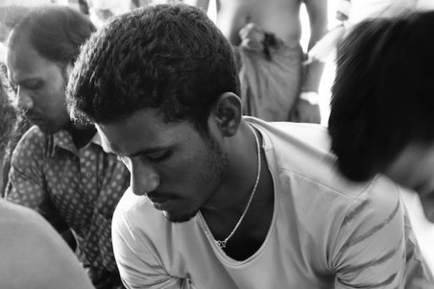 tres bonne rencontre en birmanie sur l'ile de l'ogre pres de Mawlamyine ou j'ai assisté à une ceremonie hindouiste pour shiva ami birman photo blog voyage tour du monde http://yoytourdumonde.fr
