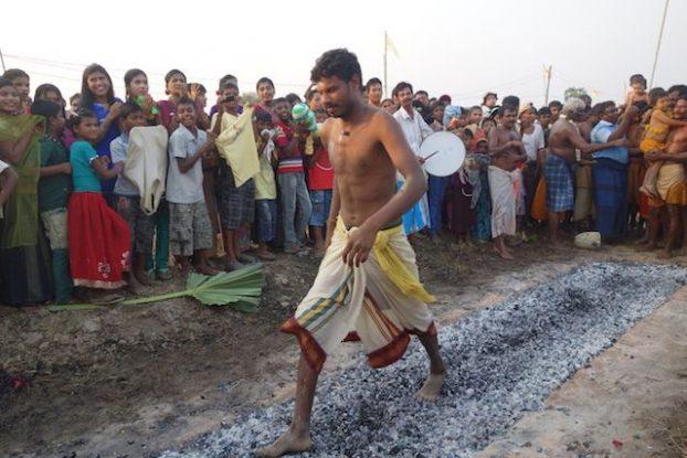 cemeronie pour shiva fete de pandyale du cote de la birmanie sur l'ile de l'ogre pres de Mawlamyine photo blog tour du monde http://yoytourdumonde.fr