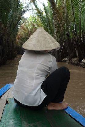 Les femmes pilotent les priogues sur le Delta du Mekong blog yoytourdumonde