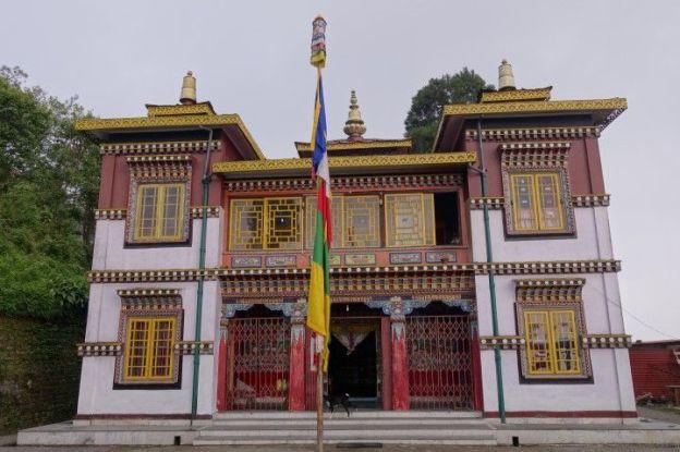 Temple tibetain à darjeeling en inde photo voyage tour du monde http://yoytourdumonde.fr