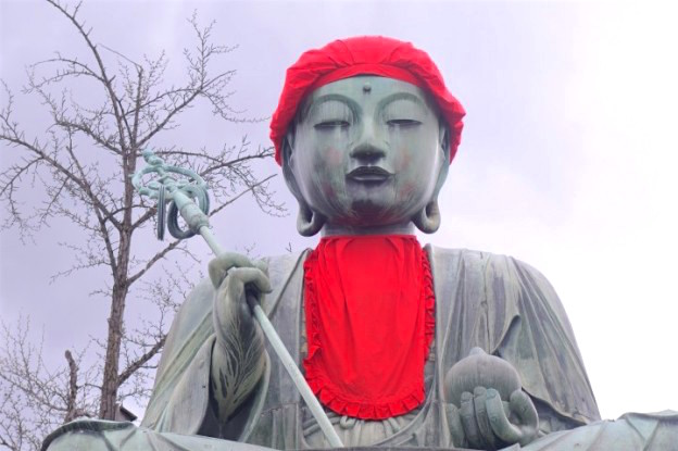 Shintoisme ou bouddhiste, le temple Zenko-Ji a Nagano est vraiment magnifique. Photo blog voyage tour du monde http://yoytourdumonde.fr