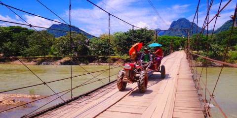 Pont à Vang Vian au Laos photo blog voyage tour du monde http://yoytourdumonde.fr