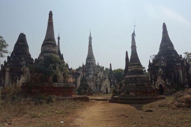 Plus de 250 stupas et temples vous attendent du coté de Myint en birmanie ou myanmar photo voyage blog tour du monde http://yoytourdumonde.fr