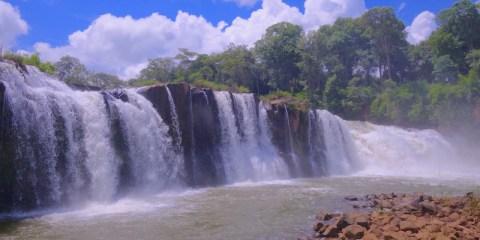 Il y a beaucoup de cascades sur le plateau des bolovens au Laos photo blog voyage tour du monde http://yoytourdumonde.fr