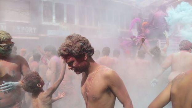 superbe fête des couleurs en inde du cote de pushkar ou vous allez passer un moment incroyable photo blog voyage tour du monde http://yoytourdumonde.fr