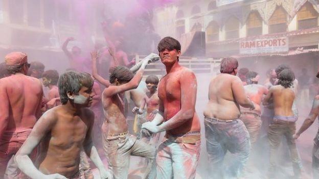 magnifique fete des couleurs en inde ou de holi ici du cote de pushkar conseil voyage tour du monde blog http://yoytourdumonde.fr