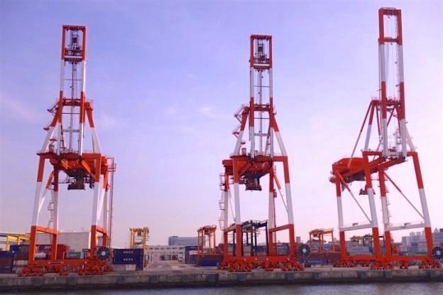 Le port d'Osaka est un poumon économique pour la ville mais aussi pour le Japon photo blog voyage tour du monde http://yoytourdumonde.fr