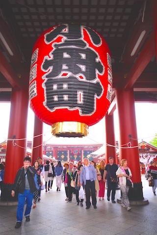 Temple dans le quartier d'Asakusa à Tokyo voyage photo blog tour du monde http://yoytourdumonde.fr