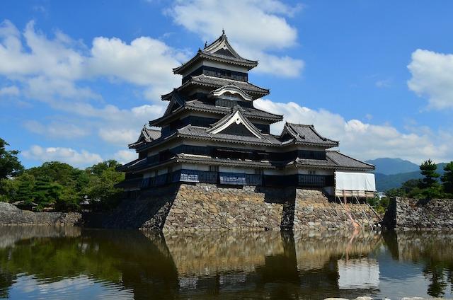 Le chateau ou casle de Matsumoto inscrit à l'Unesco l'un des plus beaux chateaux du Japon photo blog voyage tour du monde http://yoytourdumonde.fr