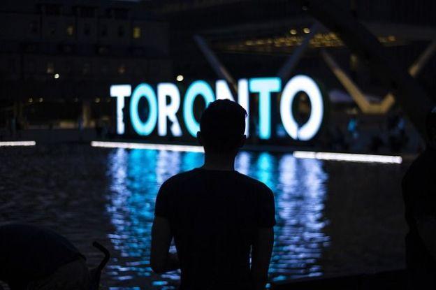 Vrai poumon économique du canada les cinq plus grandes banques canadiennes ont leurs sieges sociales ici et Toronto est la 7eme place boursiere au monde photo blog voyage tour du monde http://yoytourdumonde.fr