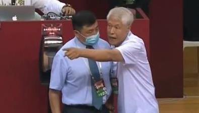 What's wrong with Jiang Xingquan at 80? The CBA official opened two consecutive tickets to defeat, Yao Ming worked hard