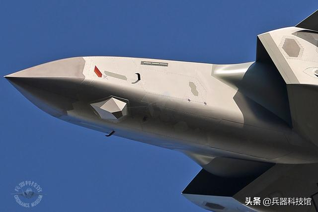 F35A Lightning II fighters are deployed in large numbers, Alaska adds five generations of aircraft, and the sword points to China and Russia.