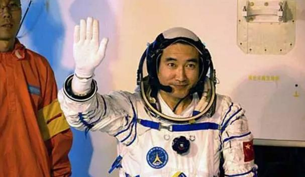 """""""The first person to walk in space"""" Zhai Zhigang said:The strange things happened in space, so far there is no solution, just accident?"""