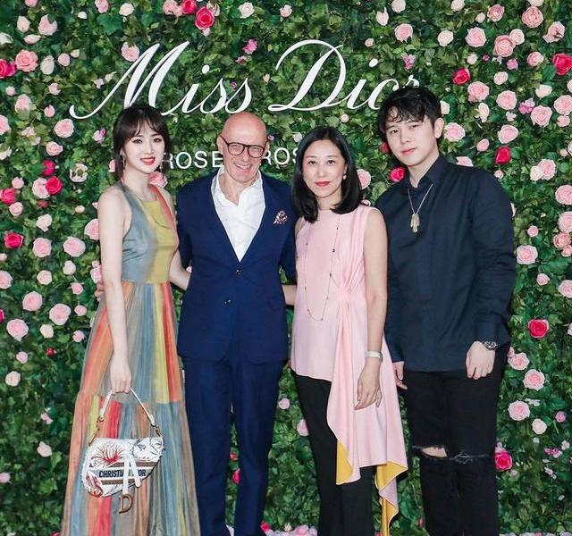 Huawei's little princess made a high-profile appearance, a rainbow dress overwhelmed the baby, and Chen Kaige's eldest son became a follower