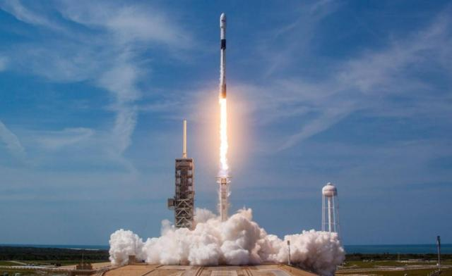 60 US satellites successfully entered orbit, but the command center was wailing. It turned out that the rocket crashed into the ocean