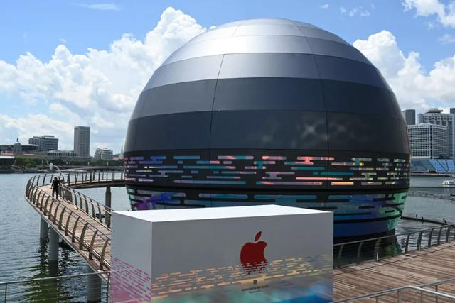 Forefront丨Apple's first water store opens, and Singapore has another check-in resort