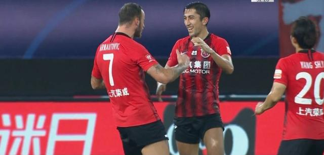Half-time-Ai Ha delivers a shot Yan Jun rushes to the point, SIPG leads TEDA 2-0