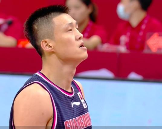 This is Yi Jianlian's classmate? Five offenses were knocked out in 7 minutes! Du Feng and Zhu Fangyu really misunderstood the person?