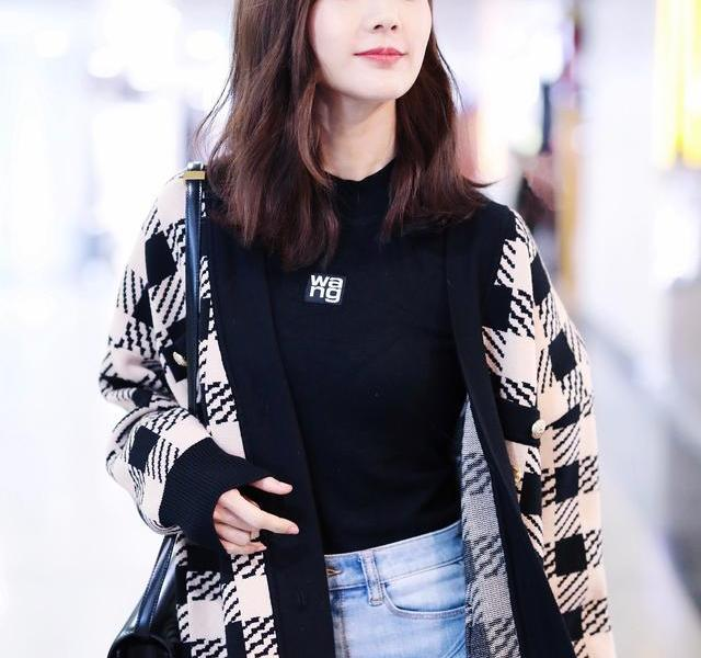 Li Yitong is too good at wearing it, passers-by are also dressed so recognizable, good figure is willful