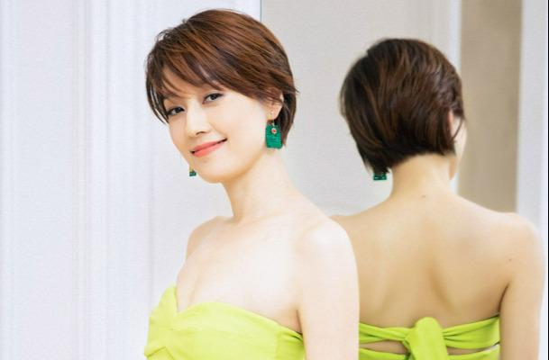 Ma Yili's skinny figure is more advanced, wearing a fluorescent green dress attracts the eye, and the temperament is amazing