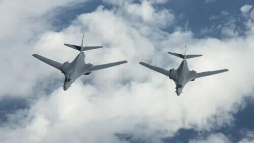 Hong Kong media:On the occasion of the PLA's large-scale exercise, US bombers broke into the China National Air Identification Zone