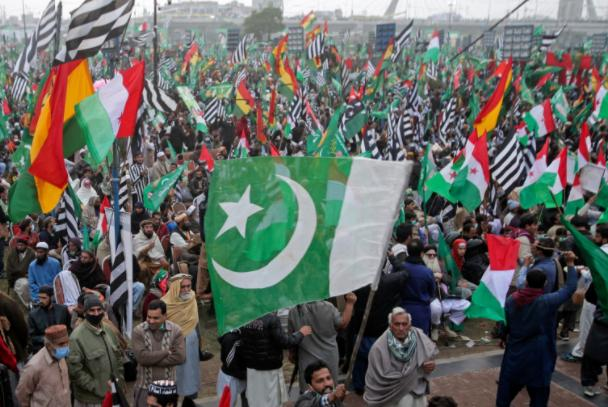 The former prime minister of Pakistan instigated rebellion, 11 opposition parties joined forces to demonstrate, Imran Khan urgently appealed to China for help