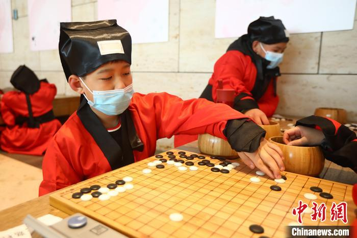 """Little chess players in Nanjing Hanfu play """"Chess"""" with endless joy"""
