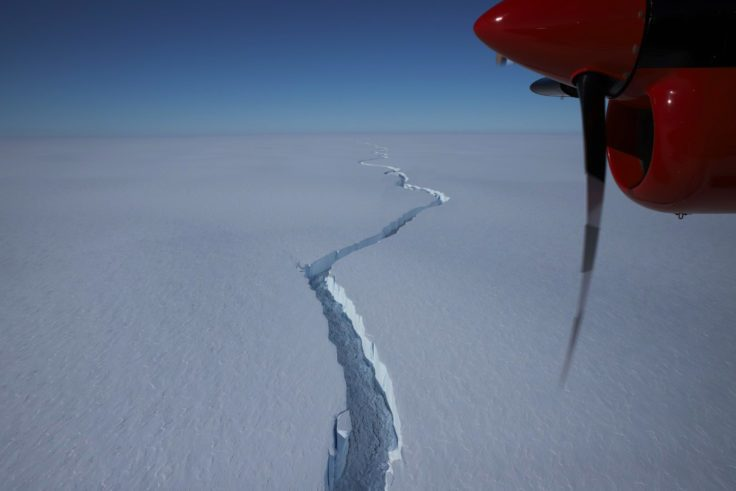 An ice sheet larger than New York breaks in Antarctica