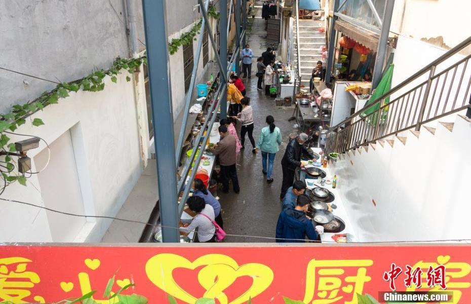 """The 60-year-old couple runs the """"1 yuan anti-cancer love kitchen"""" and insists on not closing for 18 years"""