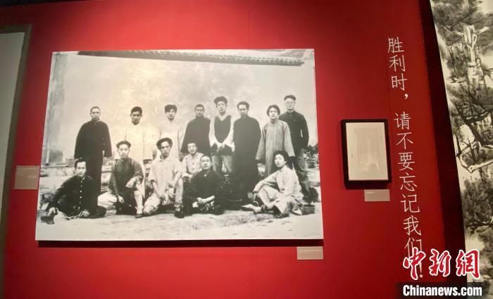 """A Hundred Years of """"The Meeting of Wind and Clouds"""": Li Dazhao and Wang Jinmei's descendants unveiled their new work on party history in Hangzhou"""