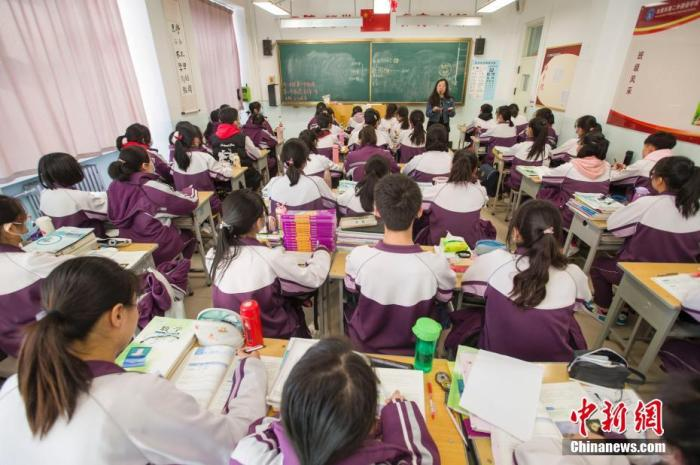 National Health Commission: Primary and secondary school students in non-medium-high-risk locations may not wear masks in class