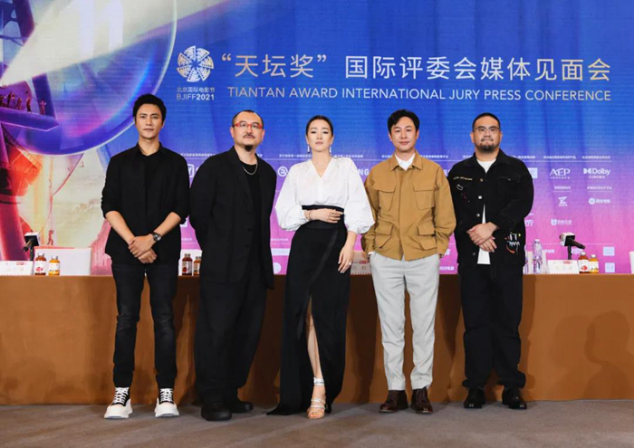 """At the end of the """"Temple of heaven Award"""", Chen Kun called for more opportunities for older actors"""