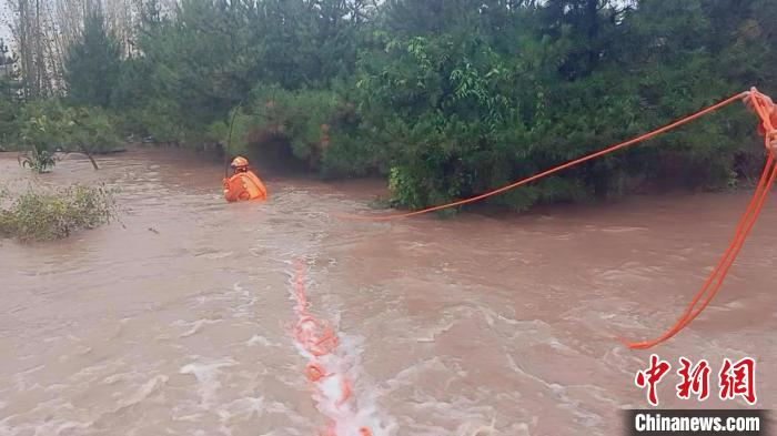 Zuo Quan, Shanxi: high school students were swept away by the flood and firefighters rescued in the torrent