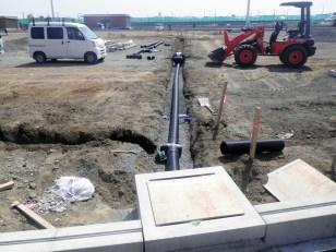 ④グラウンドに浸透した雨水を排水する管の設置
