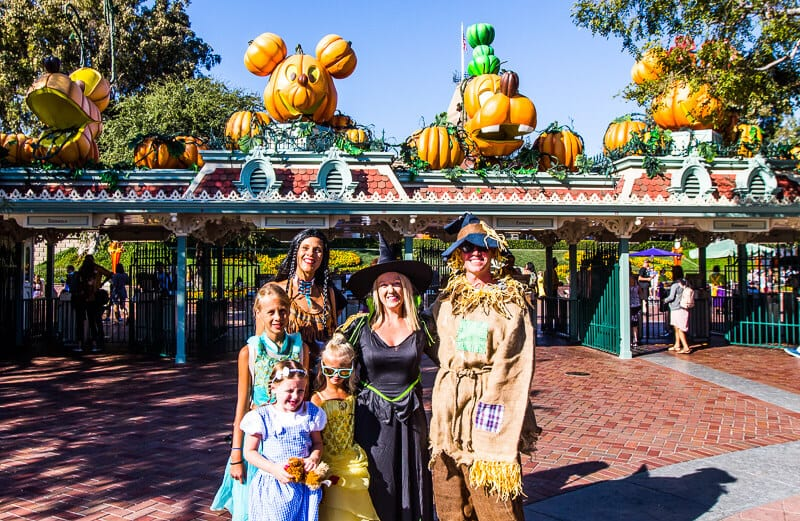 Donald duck, goofy and daisy duck are ready to party as they strike a pose. Guide To The Best Time Ever At The Disneyland Halloween Party