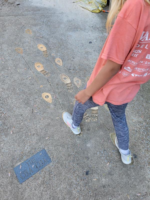 sidewalk dancing feet
