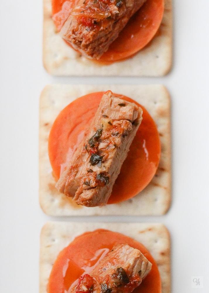 Tapa de batata y atún con molho cru
