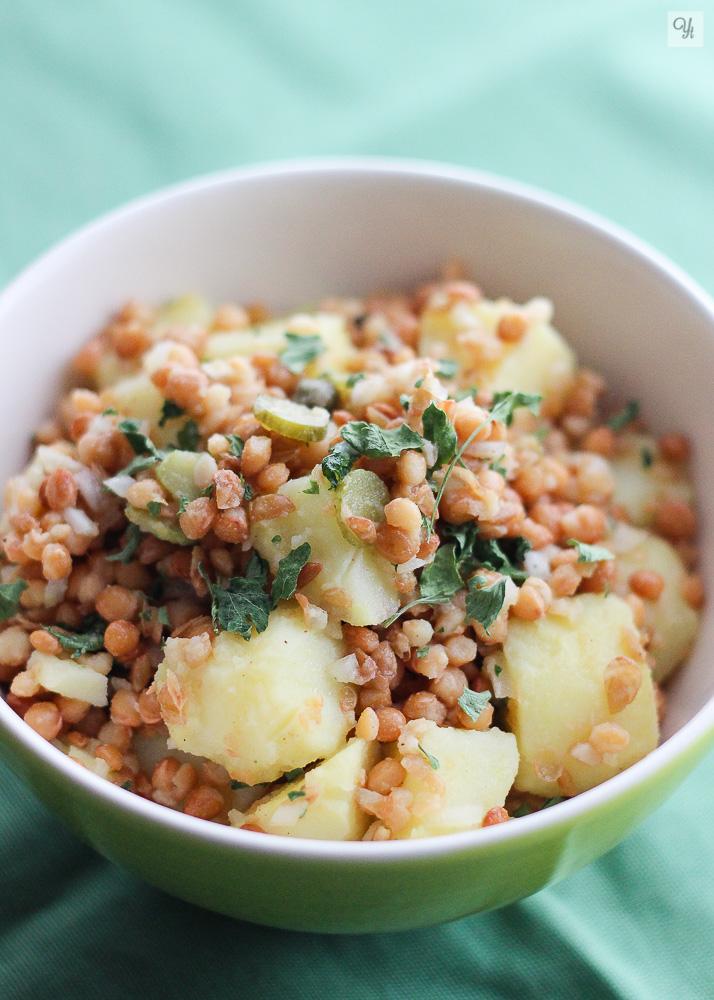Ensalada de patatas, lentejas y encurtidos