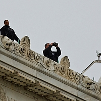 At-the-Lincoln-Memorial-and-there-s-Secret-Service-on-the-roof