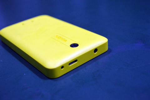 Nokia Asha 501 back