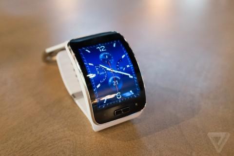 Samsung Gear S: curved smartwatch runs on Tizen - YugaTech