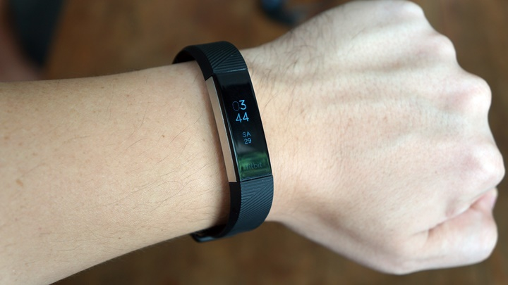 Fitbit Alta HR Unboxing, First Impressions - YugaTech