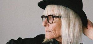 woman-wearing-black-fedora-hat