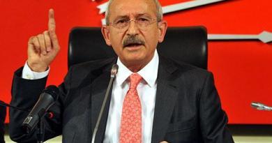 kemal kılıçdaroğlu başbakan Tayyip erdoğan'ı eleştiren açıklamalar yaparken