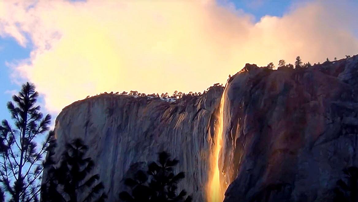 La chute de feu à Yosemite