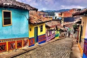 Mon voyage en Colombie – Chapitre 5 – Guatapé, la colorée