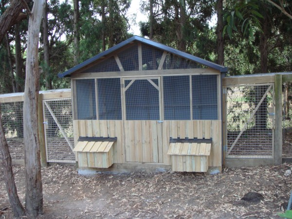 Chicken Houses Pens & Coops