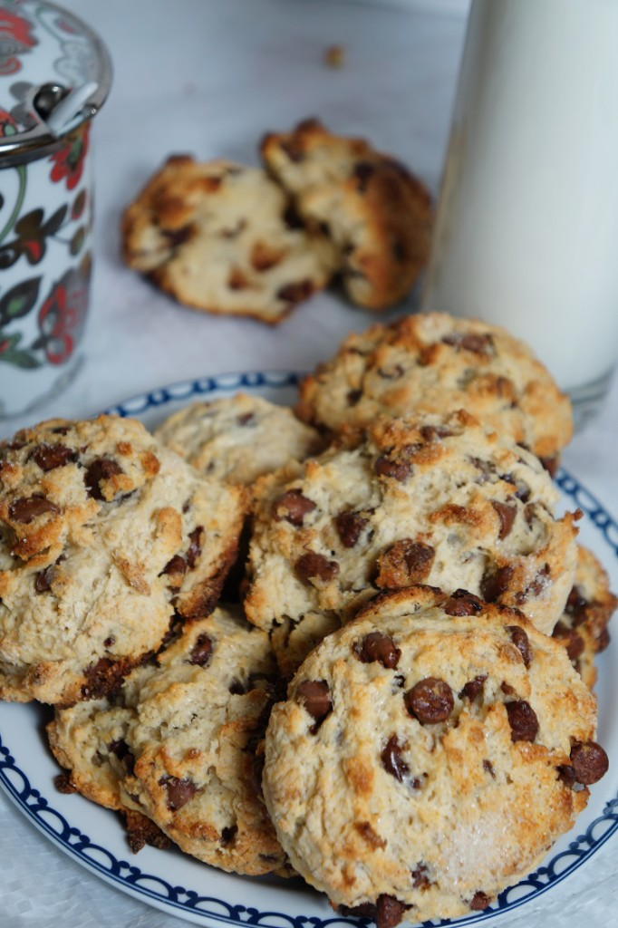 How to get away with PMS: Cream Chocolate Chip Rock Buns