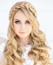 list of stylish christmas hairstyles