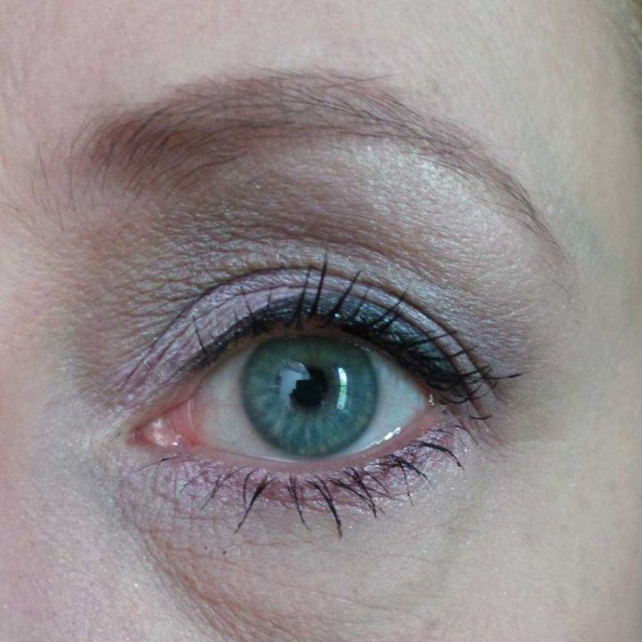 lost-in-galaxy-douglas-make-up-cosmetica-yustsome-review-beauty-Eyeliner2a